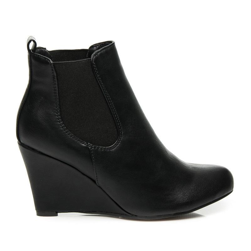 Elegantní kotníčkové boty na klínu černé - C205B