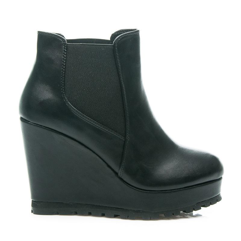 Praktické boty na klínku černé - A996-1B